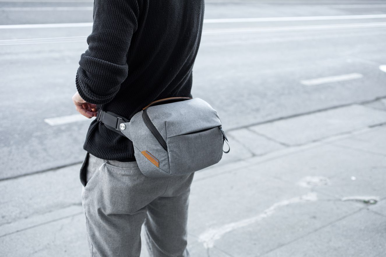 Everyday-Sling-5L-Lifestyle-0010_preview2106369768.jpeg